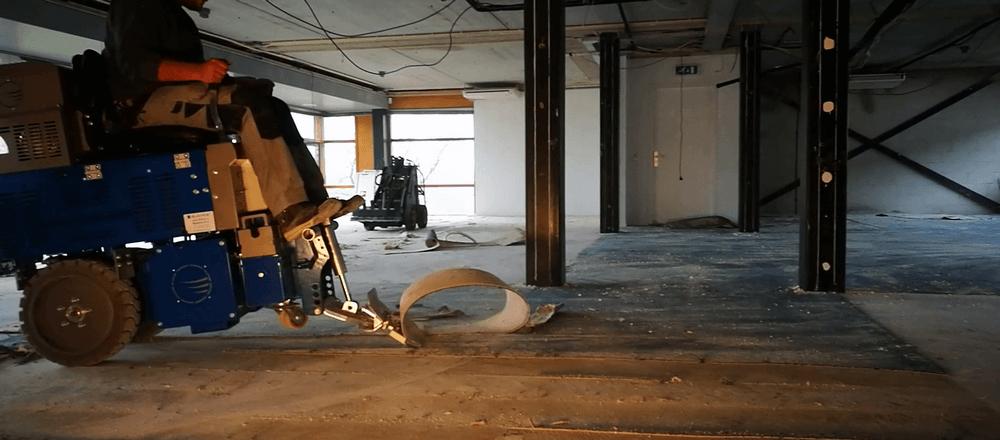 retrait de moquette par décolleuse autoportée - decollage de sol souple